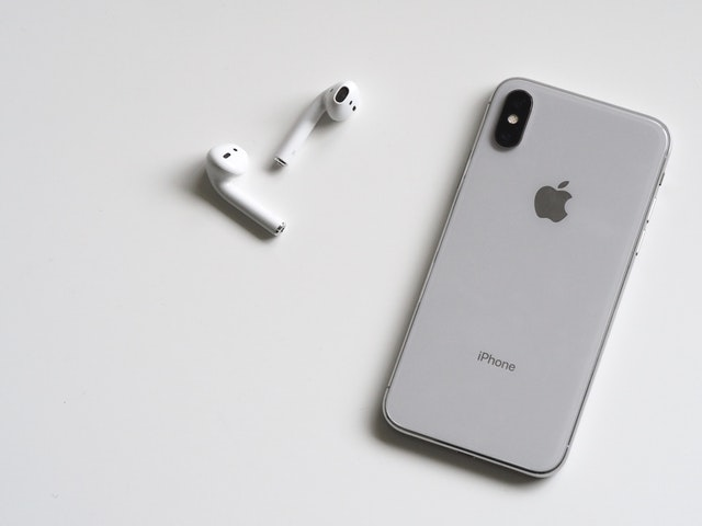How to Fix AirPods Only Playing in One Ear - Vergizmo
